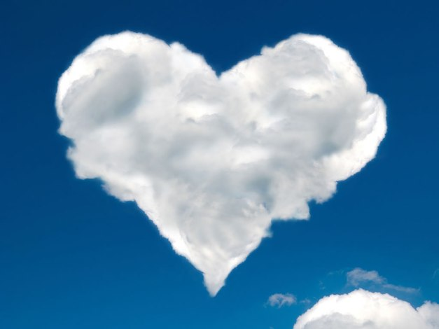 heart-shaped-clouds_1024x768_16363